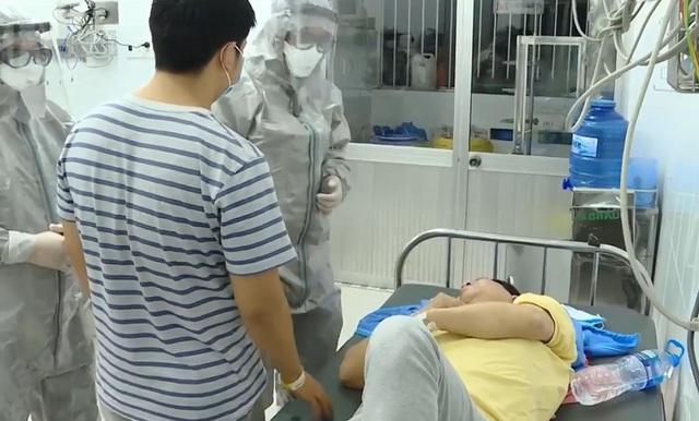 Các bác sĩ chăm sóc cho bệnh nhân nhiễm virus.
