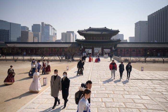 Rất nhiều du khách không đeo khẩu trang tại Cung điện Gyeongbokgung ở Seoul hôm 10/2.