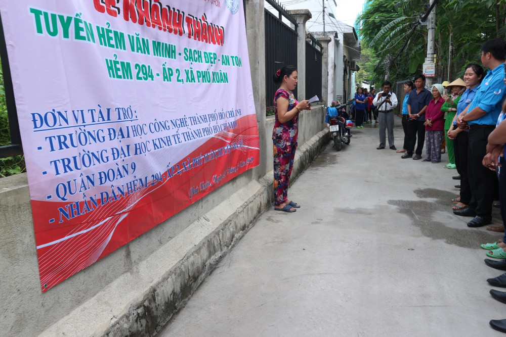"""Những con hẻm """"văn minh, sạch đẹp, an toàn"""" được xem là công trình chào mừng đại hội Đảng bộ xã Phú Xuân"""