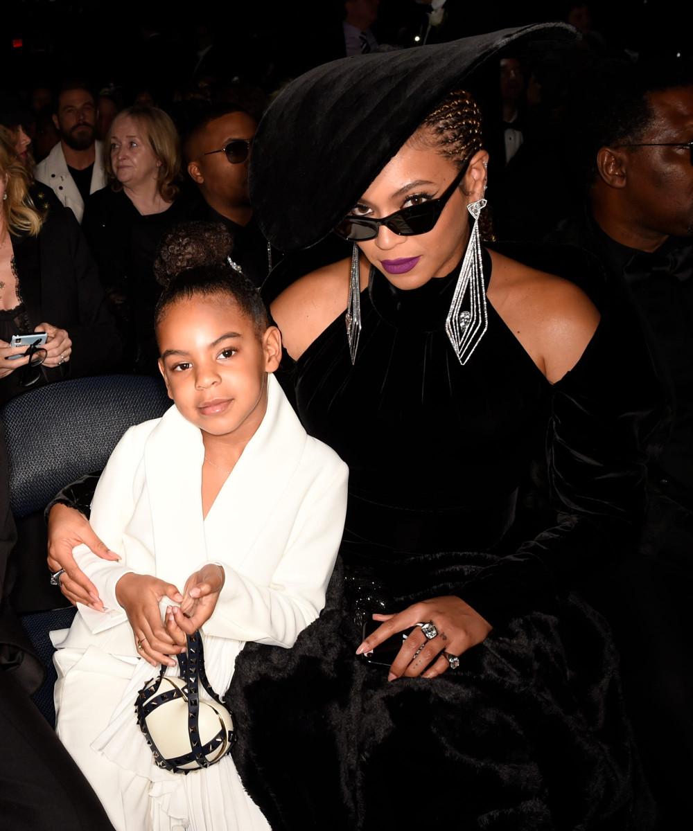 Beyonce và con gái tại một sự kiện.
