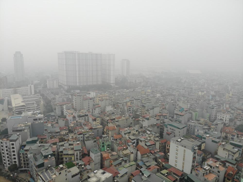 Hà Nội có nhiều ngày mù mịt bởi ô nhiễm và sương mù.