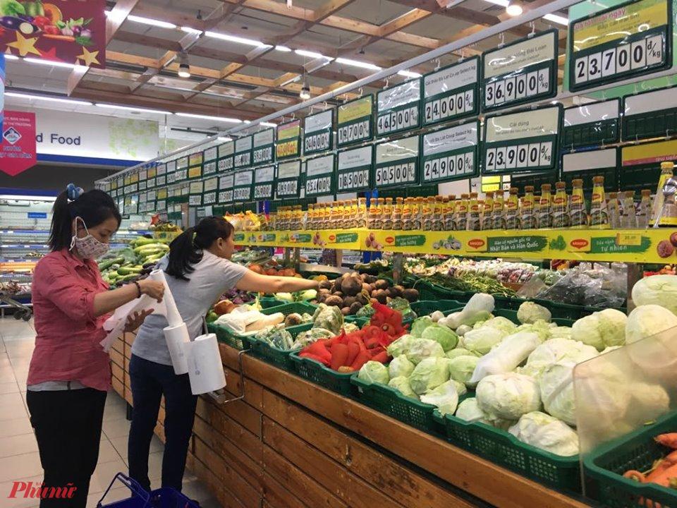 Lo ngại dịch COVID-19, người tiêu dùng giảm số lần đi mua sắm, tăng số lượng giỏ hàng mỗi lần mua