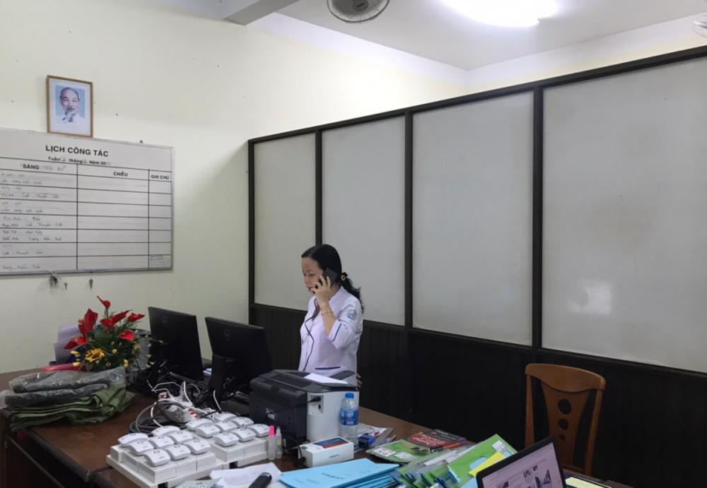 23g15, chuông reo tại phòng trực, nhân viên ca trực của BV dã chiến nhận cuộc gọi từ Trung tâm kiểm dịch quốc tế (sân bay Tân Sơn Nhất) báo sẽ chuyển đến 3 người từ vùng dịch trở về cần được cách ly