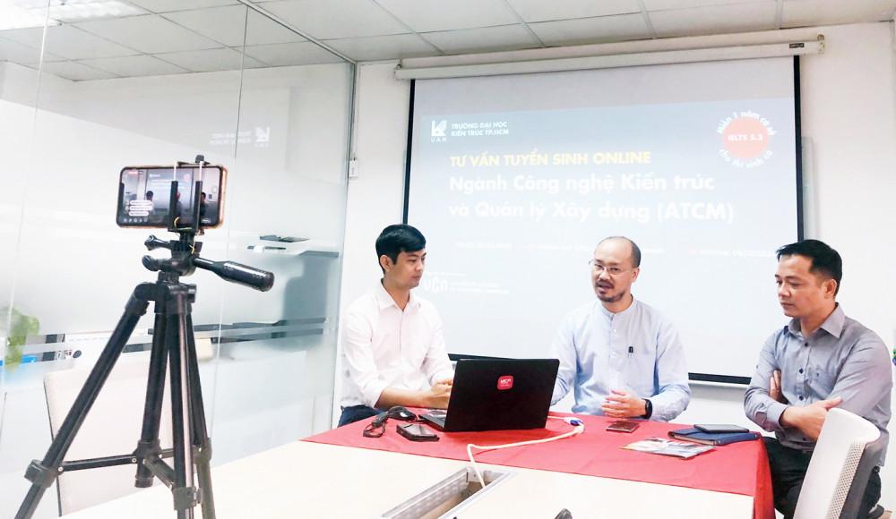 Buổi tư vấn online trên trang Facebook của Trường đại học Kiến trúc TP.HCM giới thiệu về chương trình công nghệ kiến trúc và quản lý xây dựng thu hút đông đảo học sinh - Ảnh: Trương Mẫn