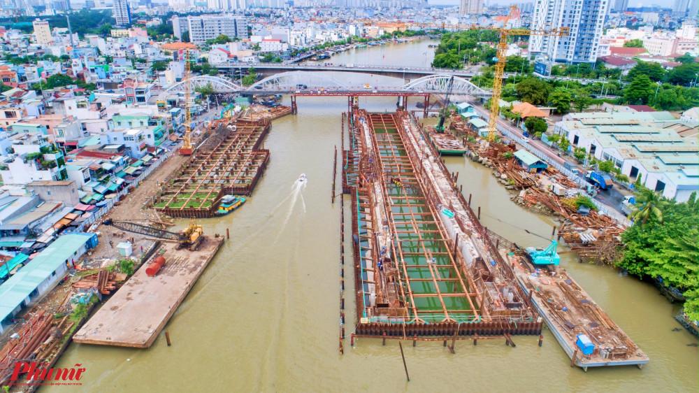 Cống ngăn triều Tân Thuận giáp giữa quận 4 và quận 7