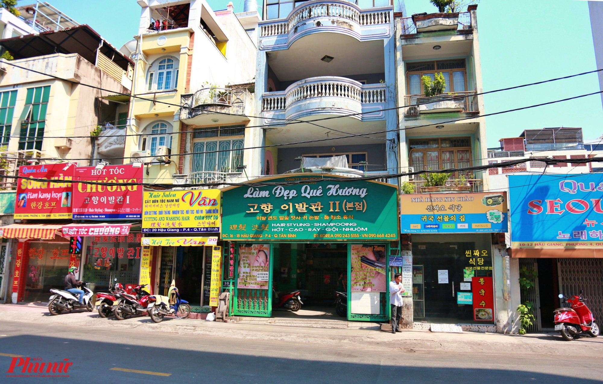 Khu phố Hàn Quốc ở  thuộc P.4, Q.Tân Bình, gần sân bay Tân Sơn Nhất có đến hàng chục hàng quán ẩm thực, siêu thị, tạp hóa lẫn massage của người Hàn... trong những ngày này vắng vẻ ảm đạm do ảnh hưởng của dịch COVID 19