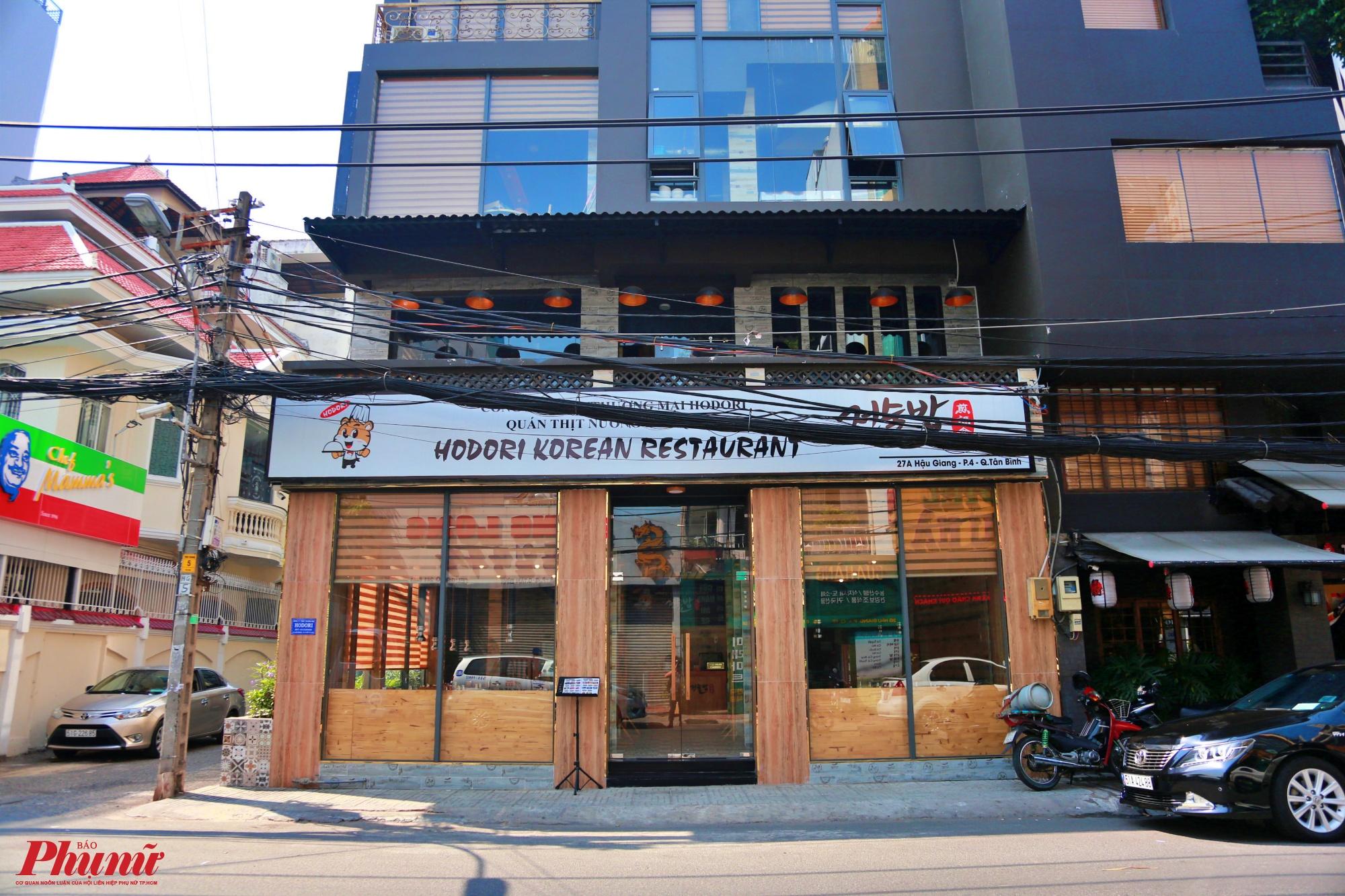 Các nhà hàng phục vụ khách Hàn Quốc là chính, buổi trưa và tối lượng khách đến rất đông, khách du lịch từ Hàn sang cũng lui tới đây để ăn uống nhưng nay đã thưa thớt đi nhiều