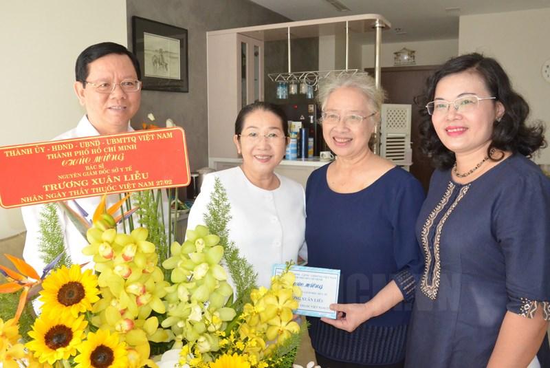 Phó Bí thư Thành ủy TPHCM Võ Thị Dung thăm, chúc mừng Bác sĩ Trương Xuân Liễu