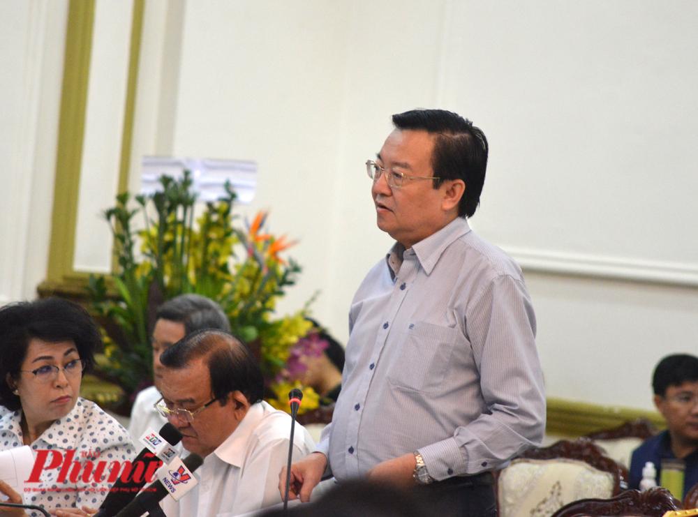 Ông Lê Hồng Sơn trình bày phương án nhập học trở lại với Ban chỉ đạo phòng chống dịch bệnh TP.HCM chiều 25/2