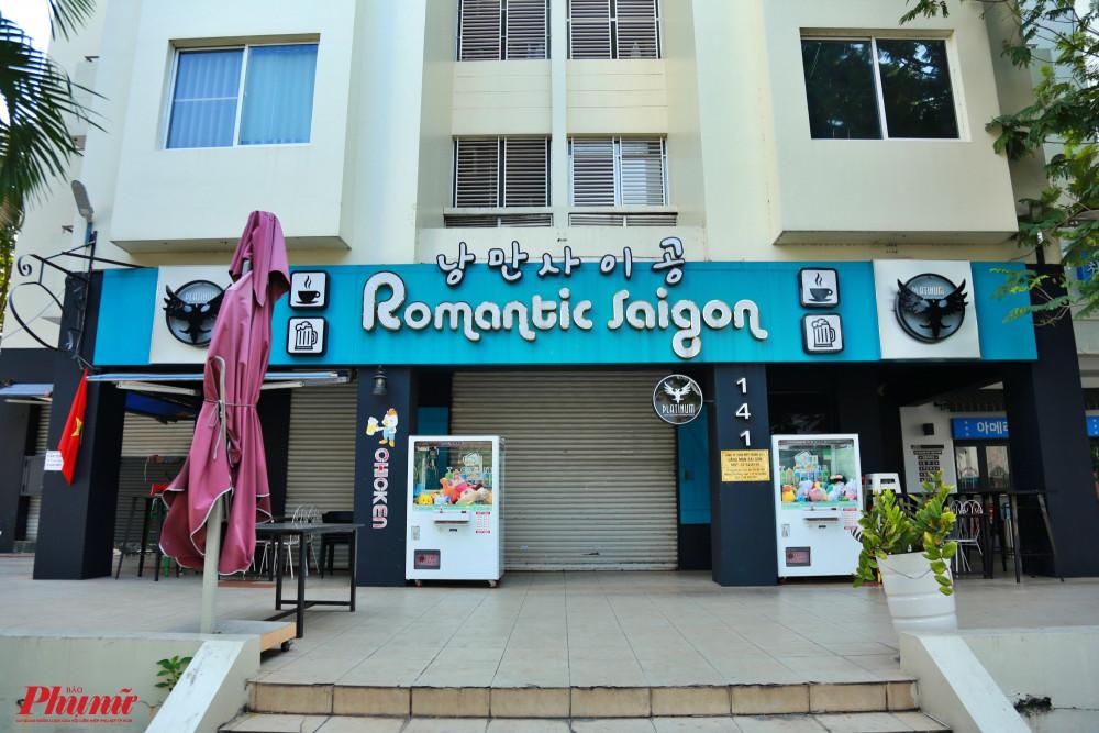 Một cửa hàng đồ uống mang thương hiệu Hàn Quốc trên đường Nguyễn Đức Cảnh, phường Tân Phong, quận 7 cũng đóng cửa do ảnh hưởng của dịch COVID-19