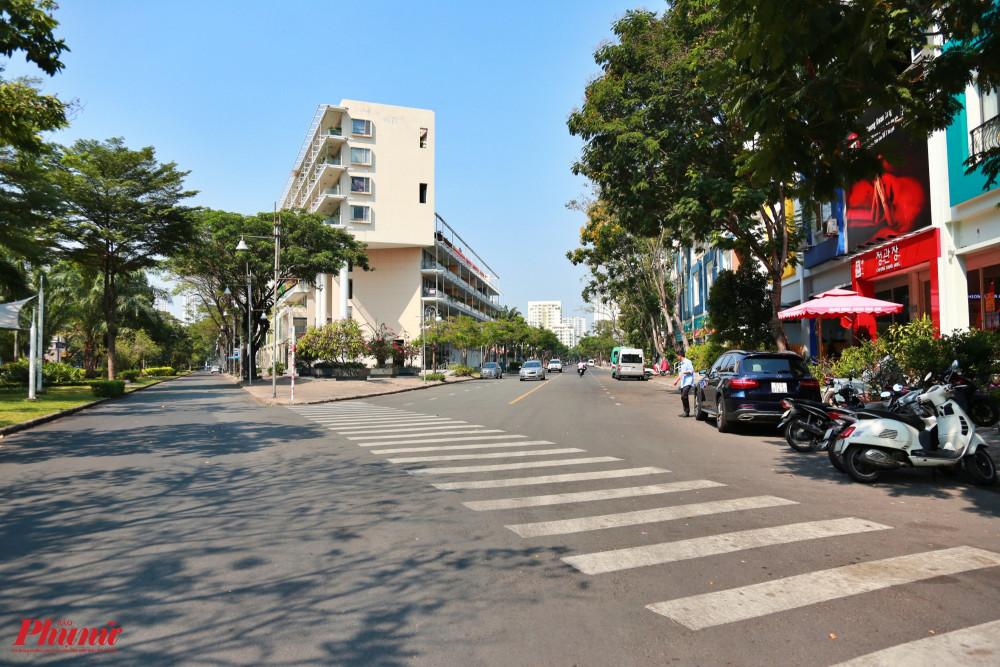 Đường phố trong khu vực Sky Garden - Phú Mỹ Hưng nơi có nhiều người Hàn Quốc sinh sống cũng vắng vẻ