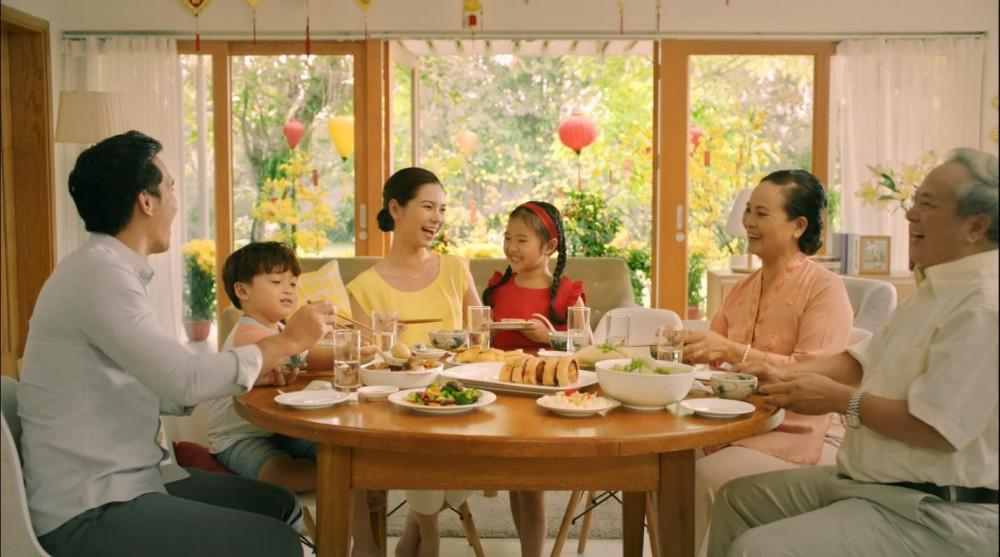 Giữa mùa dịch, những bữa cơm đầy đủ các thành viên của gia đình tôi nhiều lên. Ảnh minh hoạ