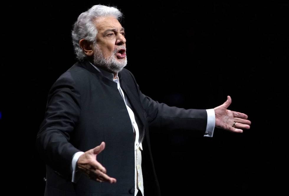 Plácido Domingo xin lỗi vì những hành vi không đúng đắn trong quá khứ.