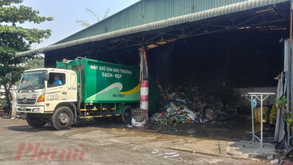 Người dân mong di dời bô rác tại khu vực tổ 30 ấp Dân Thắng 1 gây mùi hôi, ô nhiễm môi trường.
