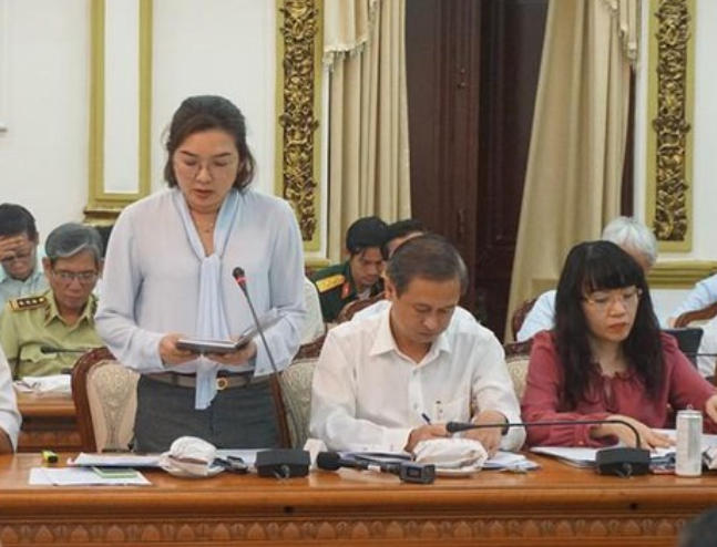 Bà Bùi Thị Ngọc Hiếu - Phó chủ tịch UBND Q.7 tại cuộc họp liên quan đến phòng chống dịch covid chiều 25/2