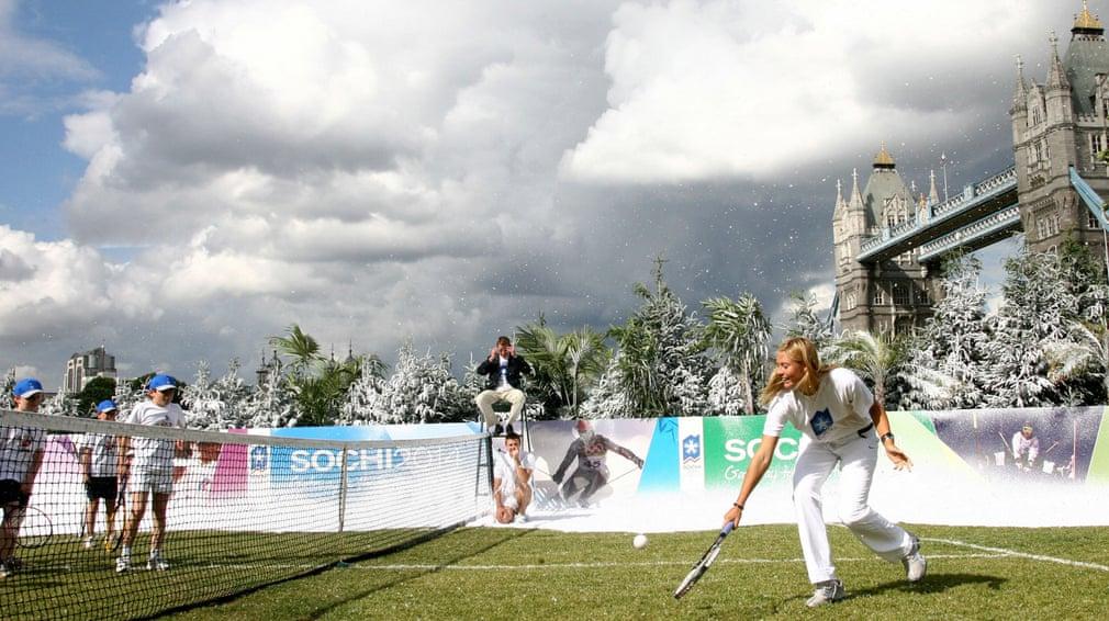Sharapova quảng bá cho Olympic và Paralympic mùa đông Sochi 2014 tại Nga, thông qua một số sự kiện bao gồm chơi quần vợt với học sinh địa phương trước cầu London Tower.