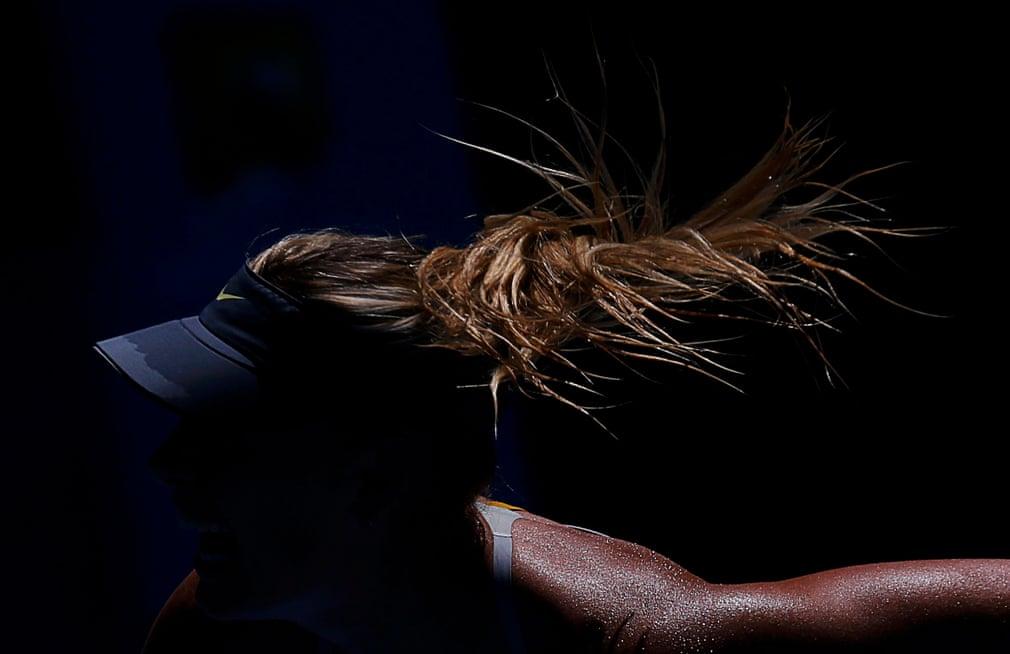 Sau chấn thương xương đòn, Sharpova bắt đầu mùa giải 2013 tại giải Úc mở rộng, giành chiến thắng hai vòng đầu tiên mà không thua một ván nào trong cả hai trận đấu, lần đầu tiên một người chơi giành chiến thắng tuyệt đối trong các trận đấu tay đôi tại một giải đấu lớn kể từ năm 1985. Sharapova thua trong trận bán kết trước Li Na. Sau hai danh hiệu WTA và trận chung kết Pháp mở rộng, chấn thương vai tái phát buộc cô rút khỏi US Open, kết thúc sớm mùa giải của mình.