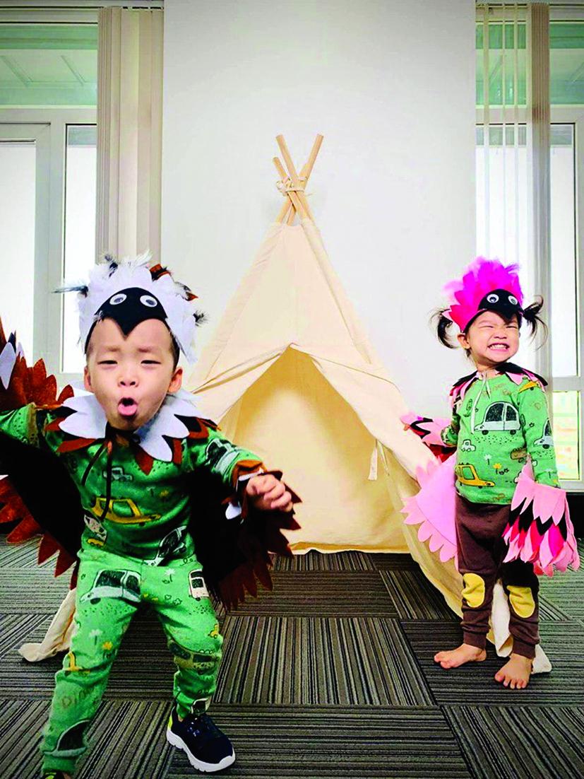 Rất nhiều clip trên mạng hướng dẫn mẹ thiết kế trang phục vui nhộn, dựng lều cho bé chơi
