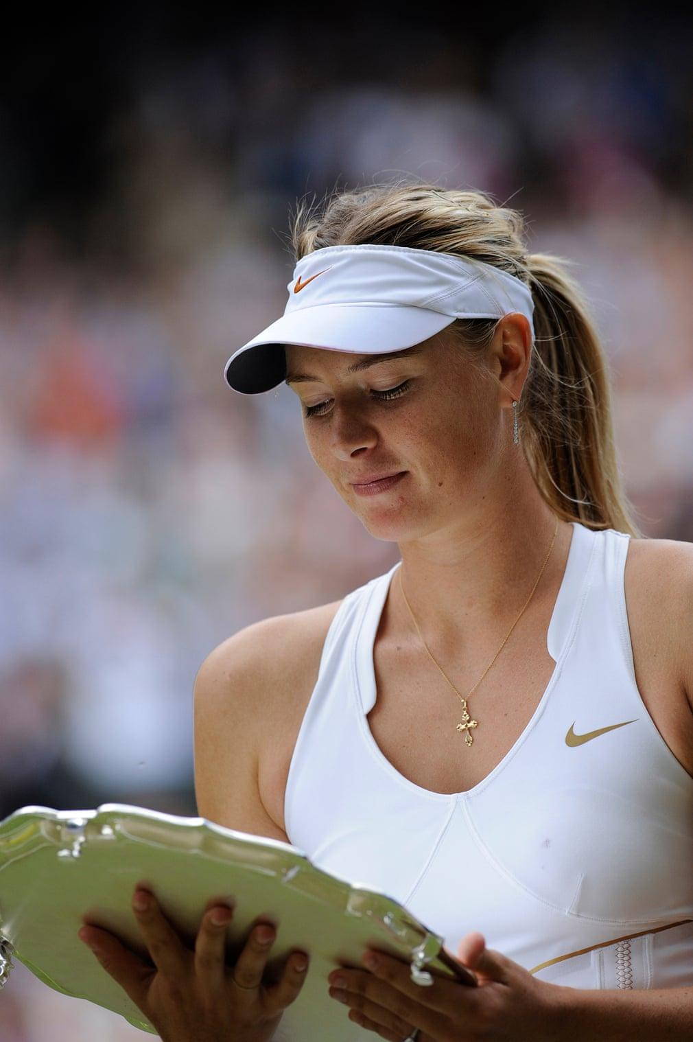 Tại Wimbledon 2011, Sharapova đã tiến thẳng vào chung kết, trước khi thua hạt giống số 8 Petra Kvitová. Điều này đánh dấu trận chung kết lớn đầu tiên của cô trong hơn ba năm và cô đạt vị trí thứ 4 trên thế giới, quay lại top 10 lần đầu tiên kể từ năm 2008 và top 5 lần đầu tiên kể từ năm 2007.