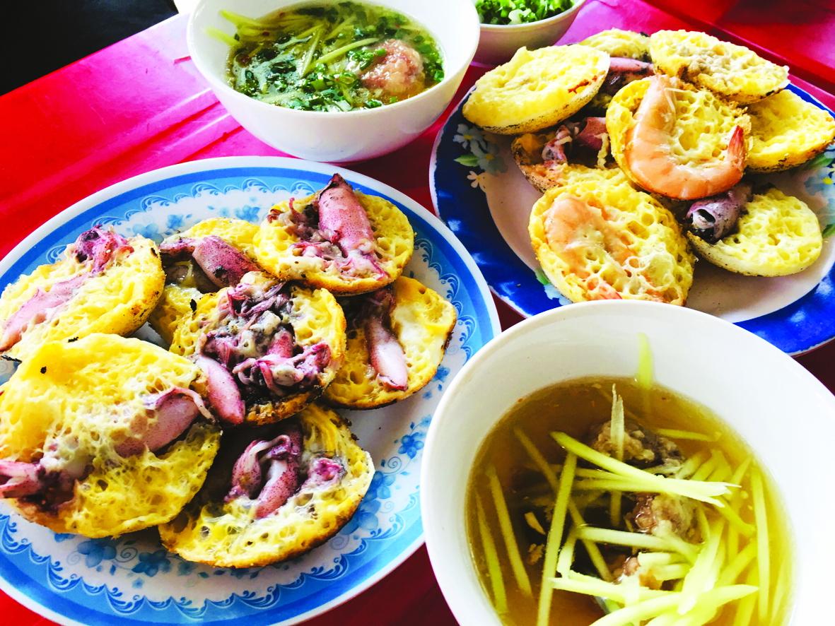 Bánh căn dưới chân Tháp Bà PoNagar