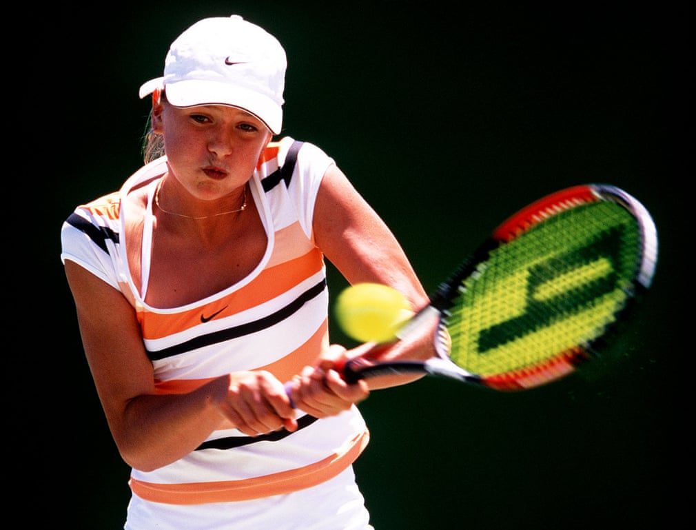 Vào tháng 1/2002, Sharapova chỉ mới 14 tuổi 9 tháng khi trở thành cô gái trẻ nhất từng lọt vào trận chung kết giải vô địch thiếu niên Úc mở rộng, cô đã thua Barbora Strycova. Hai tháng sau, cô chơi trong giải đấu WTA (Hiệp hội quần vợt nữ thế giới) đầu tiên của mình, Pacific Life Open.