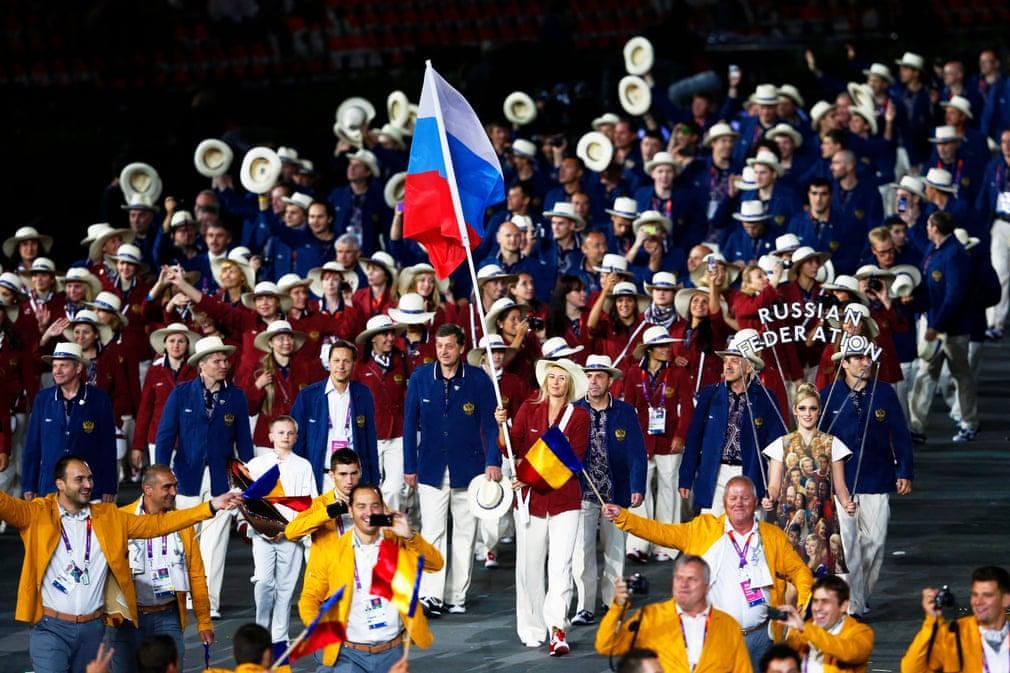 Trong Thế vận hội London 2012 Maria Sharapova đã trở thành người phụ nữ đầu tiên cầm cờ, dẫn dắt đội tuyển Nga tiến vào sân vận động Olympic trong lễ khai mạc.