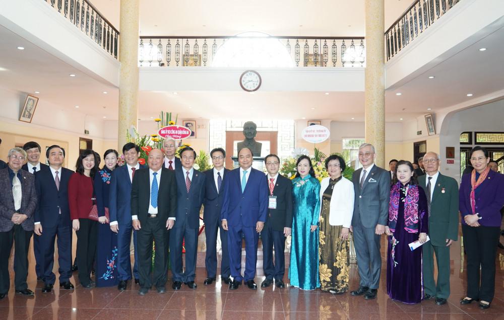 Thủ tướng Nguyễn Xuân Phúc, Phó Thủ tướng Vũ Đức Đam cùng các đại biểu dự buổi lễ. Ảnh: VGP/Quang Hiếu