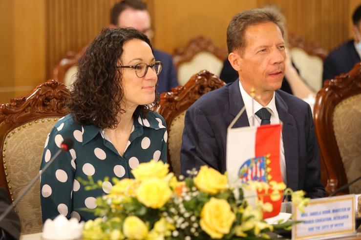 Bộ trưởng Bộ Giáo dục Đại học, Khoa học và Nghệ thuật bang Hessen, bà  Angela Dorn tại buổi làm việc