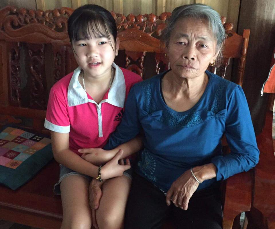 Kim Chi bên bà nội