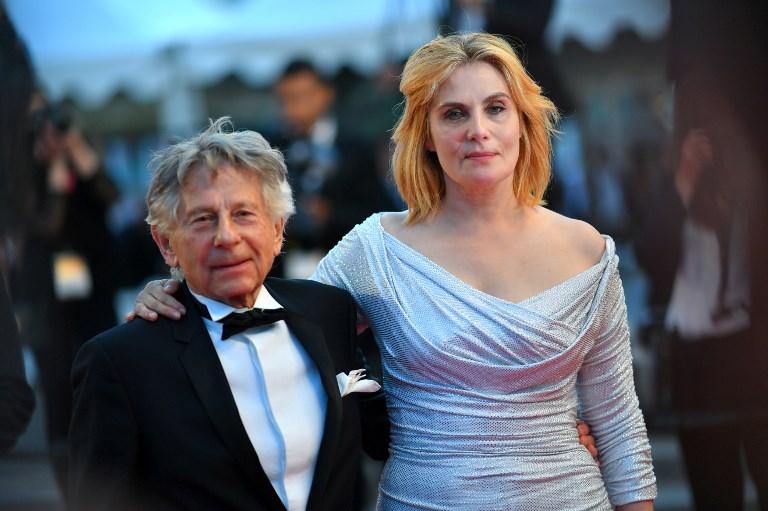 Nam đạo diễn và vợ - nữ diễn viên Emmanuelle Seigner tại một sự kiện điện ảnh.