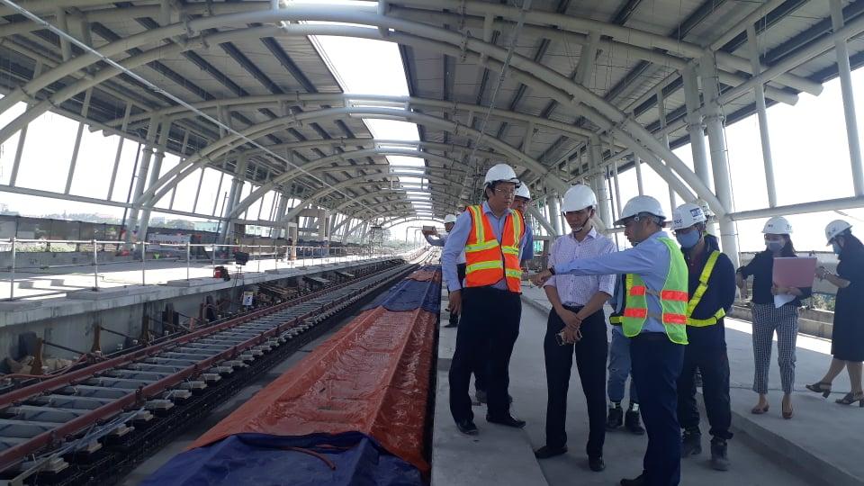 Ban Đô thị Hội đồng Nhân dân TP.HCM khảo sát công trường tuyến metro số 1, đoạn trên cao thuộc gói thầu số 2