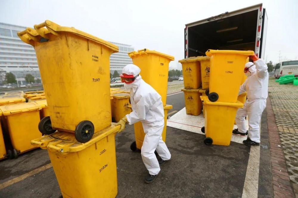 Tại Vũ Hán, mỗi ngày phải xử lý từ 50-100 tấn chất thải y tế. Tổng cộng hơn 92 chuyên gia và 35 phương tiện vận chuyển cùng các thiệt bị và vật liệu bảo vệ riếng để hỗ trợ Vũ Hán trong việc thu gom và chuyển chất thải y tế.