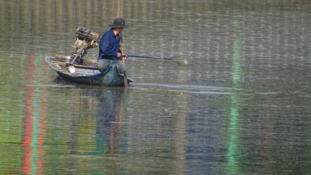 Chi cục Thủy sản cho biết sẽ tiếp tục truy quét, xử lý các đối tượng tận diệt cá trên kênh Nhiêu Lôc- Thị Nghè và sông Sài Gòn. Ảnh: Trung Thanh