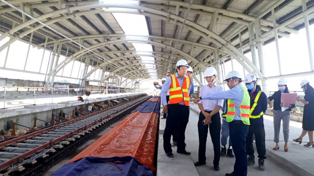 Đoàn giám sát HĐND TP.HCM khảo sát tuyến metro số 1, gói thầu 2, đoạn nhà ga tại Khu công nghệ cao