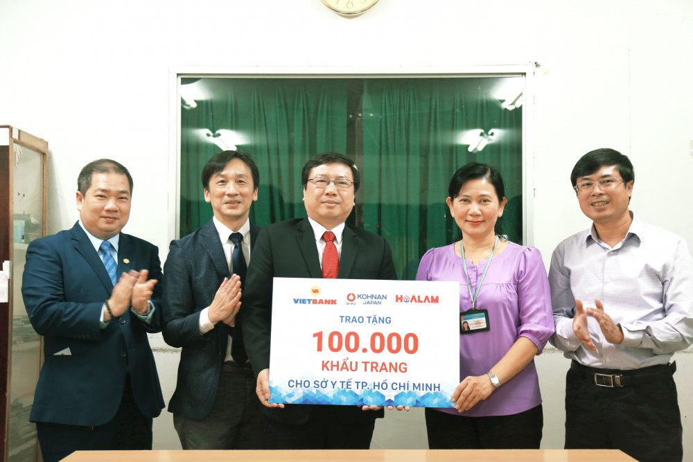 Vietbank tặng khẩu trang cho Sở Y tế TP.HCM