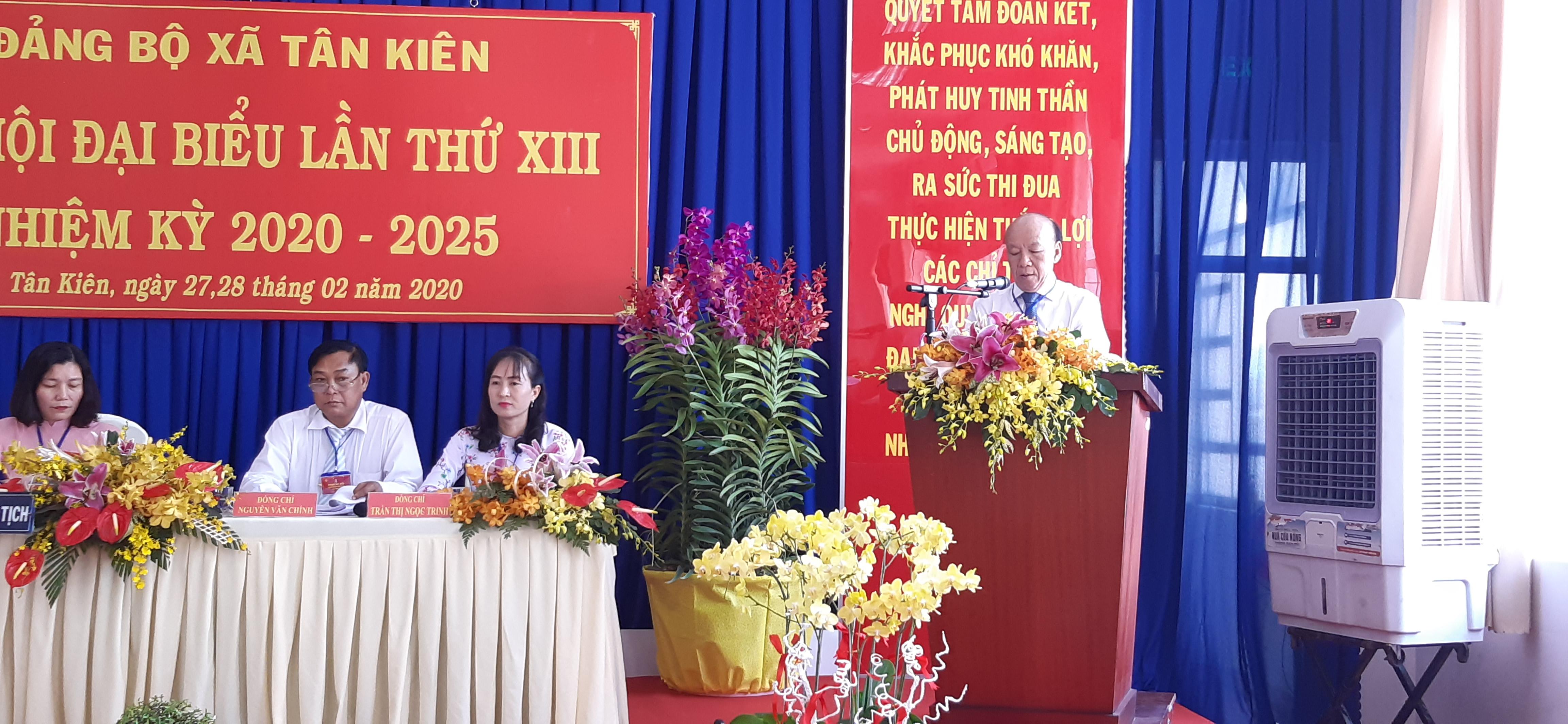 O^^ng Nguyễn Văn Phụng- Bí thư huyện ủy H. Bình Chánh phát biểu chỉ đạo Đại hội.