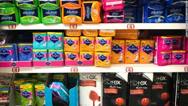 Sản phẩm vệ sinh phụ nữ bày bán tại một siêu thị ở Glasgow (Scotland) - Ảnh: CNN