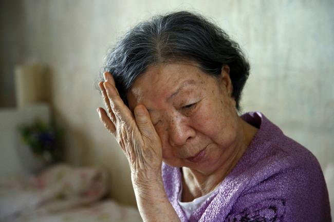 Nhiều năm qua hẳn bà mẹ đã rất đau khổ khi con bỏ nhà ra đi, nhưng cách bà lôi con về hoàn toàn không hiệu quả. Ảnh minh hoạ