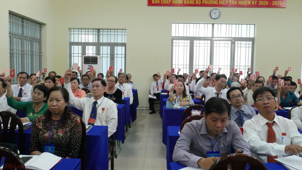 Các đại biểu tham gia biểu quyết