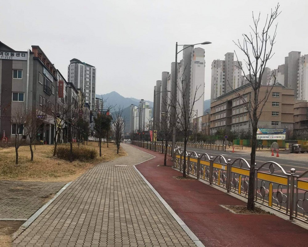Đường phố Daegu vắng tanh sau khi dịch Covid-19 bùng phát