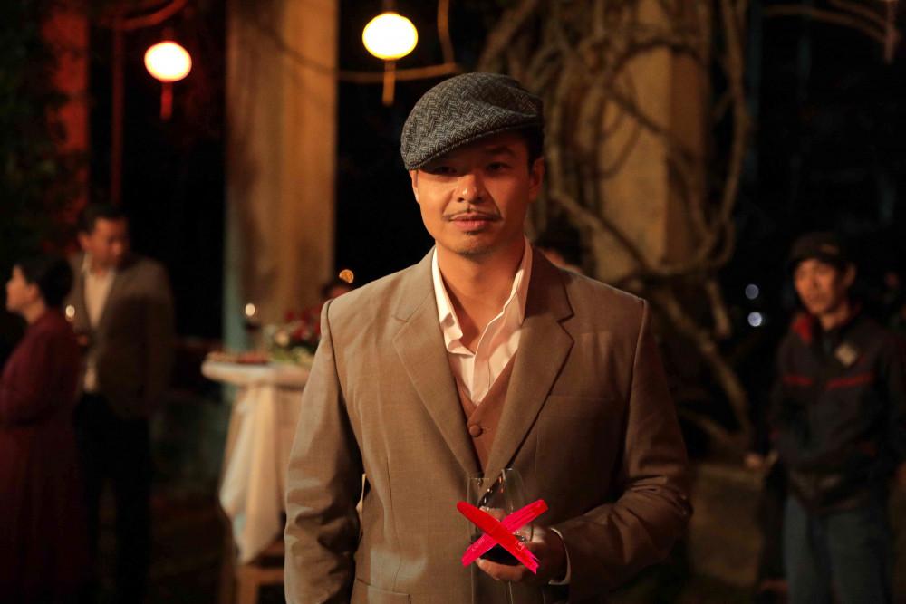 Lâm Vinsay trong một buổi tiệc, phim Lời nguyền gia tộc.