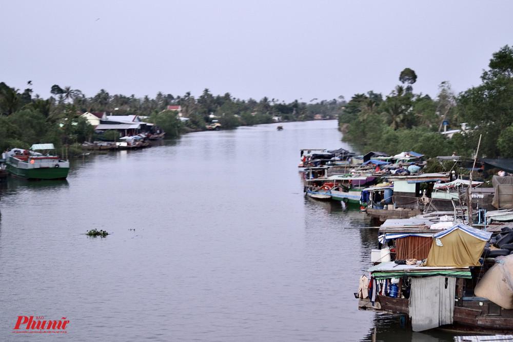 Bến Tre hiện là tỉnh chịu ảnh hưởng nặng nề của việc xâm nhập mặn. Những dòng sông vẫn đầy nước nhưng không thể sử dụng vì nước quá mặn.