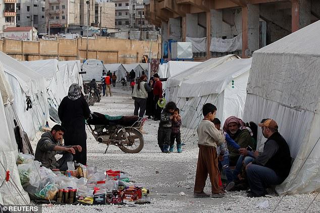 Người Syria di tản nội bộ sống trong một trại tị nạn ở Idlib hôm 27/2.