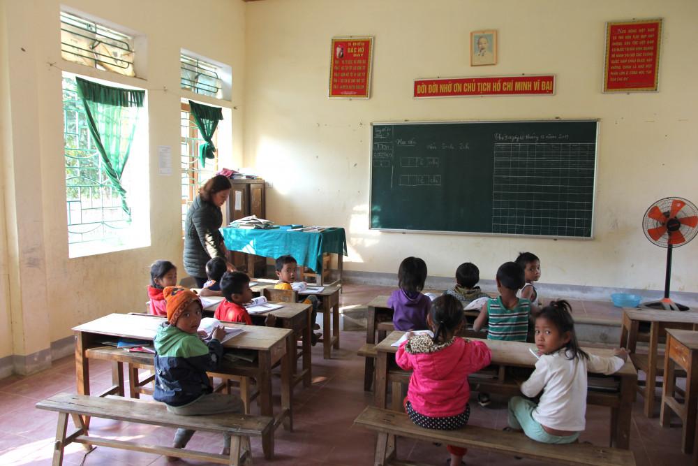 Những lớp học khang trang cũng được đầu tư xây dựng để phục vụ học sinh