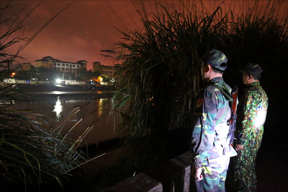 Lính biên phòng canh gác chốt dã chiến bên sông Ka Long 24/24g