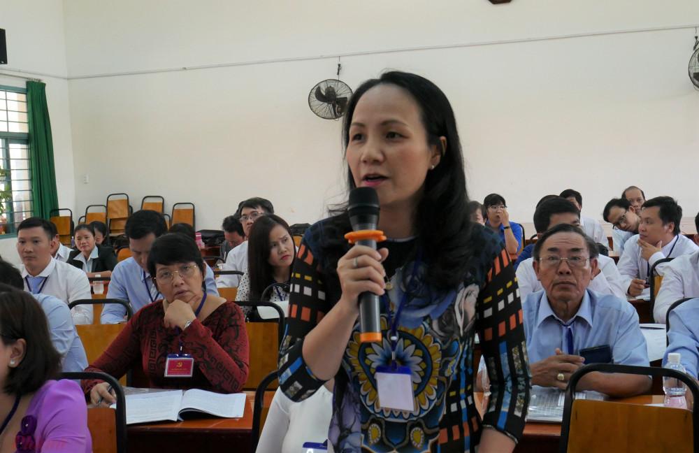 Chị Nguyễn Thị Ái có nhiều góp ý cho Dự thảo Văn kiện Đại hội Đại biểu Đảng bộ TPHCM