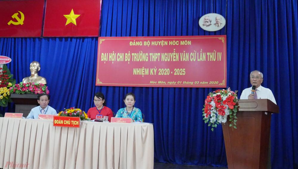 Ông Nguyễn Cư ghi nhận nhiều kết quả đạt được của Chi bộ Nhà trường trong nhiệm kỳ Đại hội.