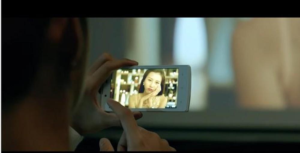 Một MV đang quảng cáo cho thương hiệu điện thoại