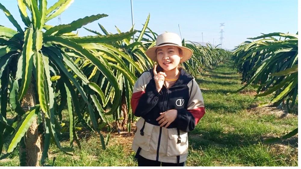 Cô giáo Trần Thị Tuyết Ngân quay clip dạy kỹ năng cho bé ngay trong chuyến  về quê Bình Thuận do kỳ nghỉ dịch COVID-19