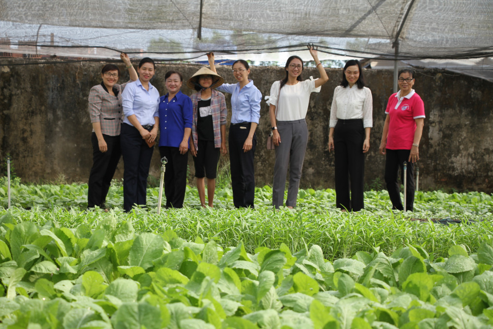 Ngày 28/2/2020, Đoàn cán bộ Hội LHPN TP.HCM, Ban Hỗ trợ Phụ nữ Phát triển kinh tế đã có chuyến khảo sát, tham quan thực tế mô hình trồng rau sạch tại đây.